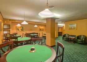 Fi un adevarat poker star in salonul pentru jocuri