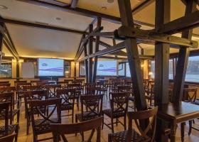 Salonul venețian amenajat pentru conferințe